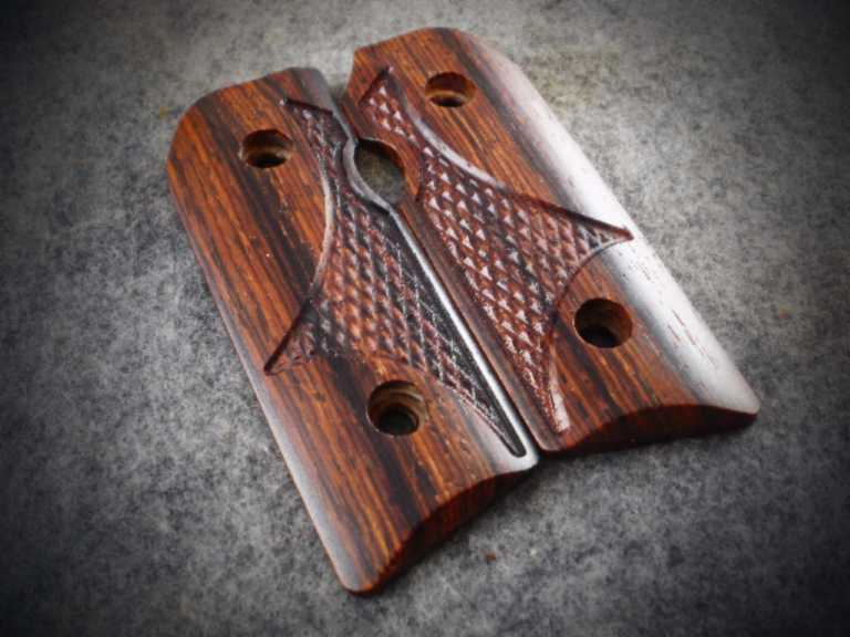5885 Medium Dark Cocobolo with Wsestern Checkering